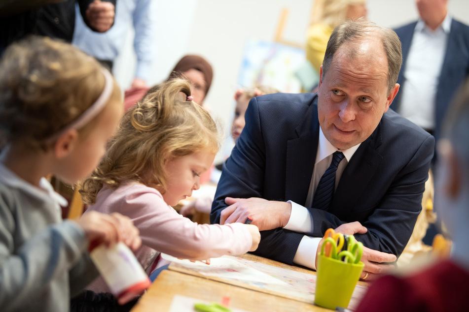 NRW-Familienminister Joachim Stamp (FDP) lehnt das Ampel-Modell für eine flexible Kita-Öffnung ab. (Archivfoto)