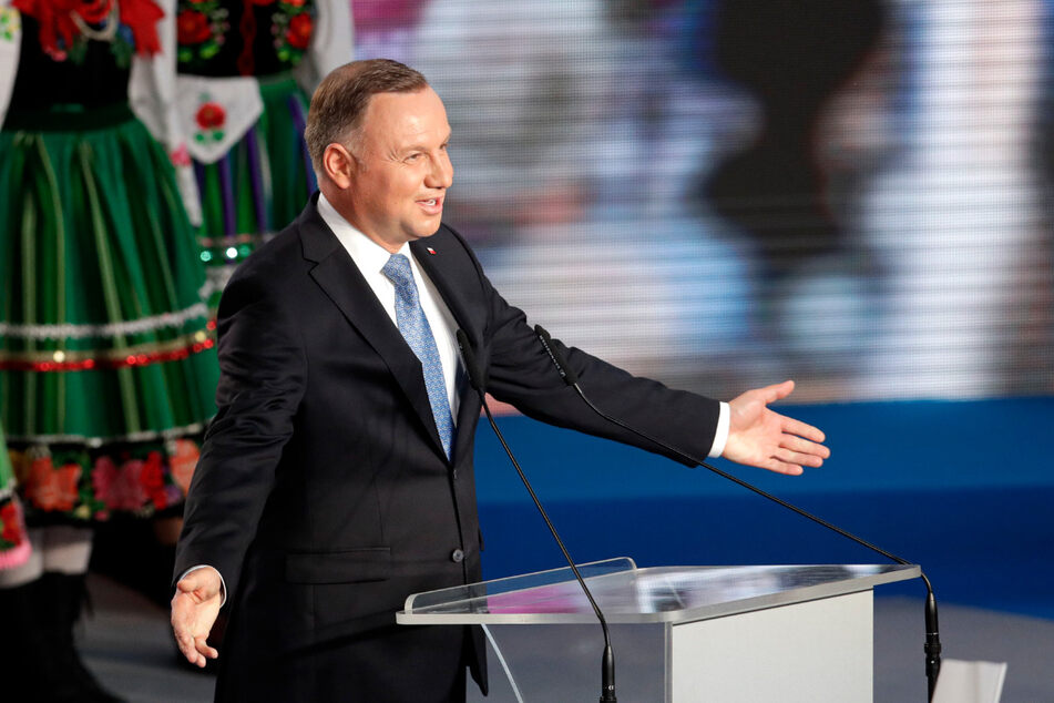 Andrzej Duda, Präsident von Polen, spricht am Ende des Wahltages zur Präsidentschaft in Lowicz zu seinen Unterstützern.