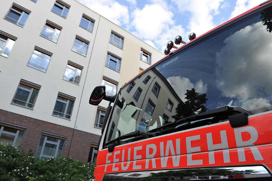 Mit mehreren Löschfahrzeugen rückte die Feuerwehr an. (Symbolbild)