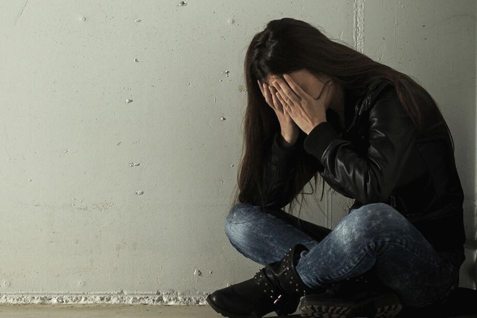 Inzest-Drama: Vater kriecht aus Versehen zu Tochter (15) ins Bett und vergewaltigt sie