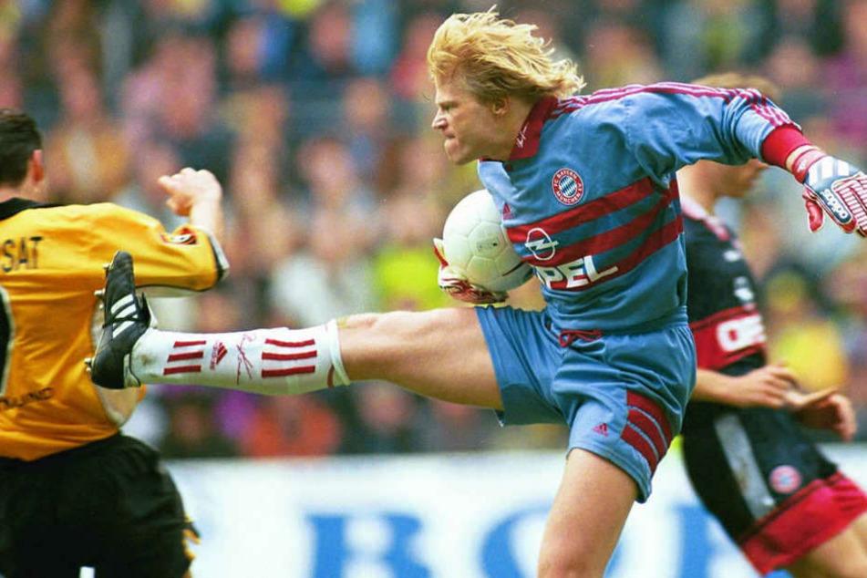Bayern-Keeper Oliver Kahn (r.) sorgte beim Duell am 3. April 1999 für kuriose Szenen.