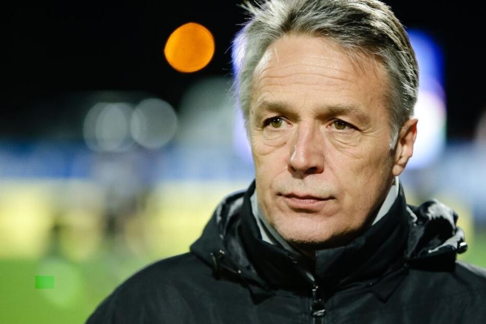 Uwe Neuhaus möchte den Hamburger SV unter Druck setzen.