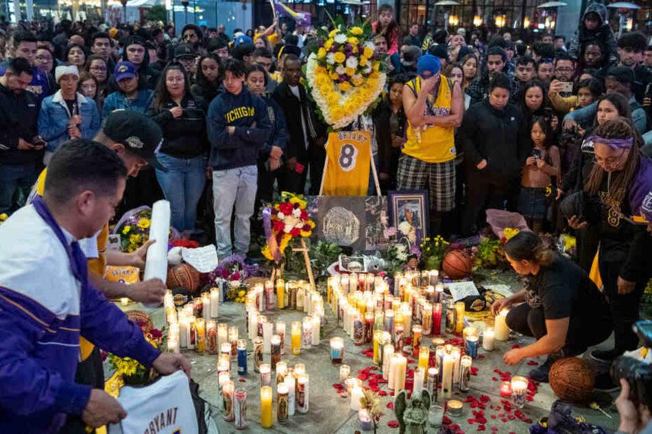 Trauernde Fans in der Nähe des Staples Center.