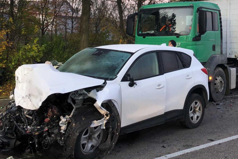 Auf der Bundesstraße 16 ist es am Donnerstag zu einem schweren Unfall gekommen.