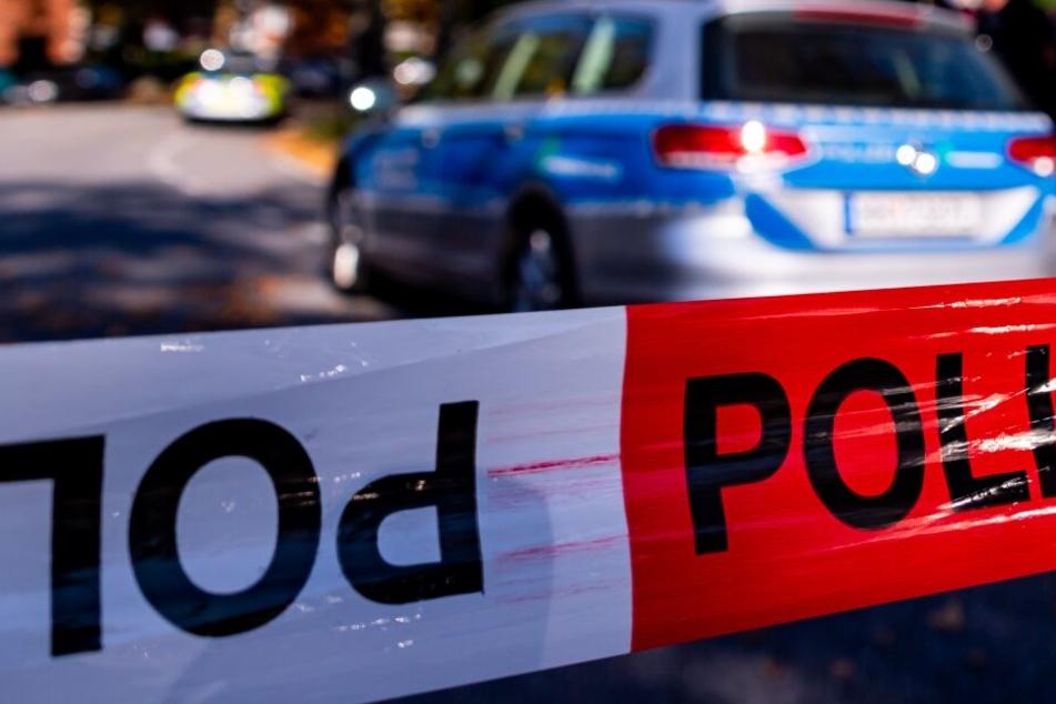 Zeugen alarmierten die Polizei per Notruf. (Symbolbild)