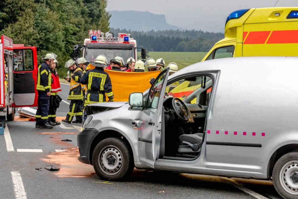 Ein Hyundai ist am Montag in Hohnstein in einen Telekom-Caddy gekracht.