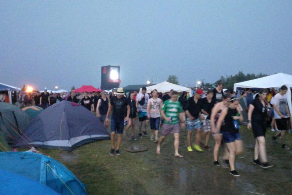 Bedrückte Stimmung: Highfield-Festival wegen Unwetter unterbrochen