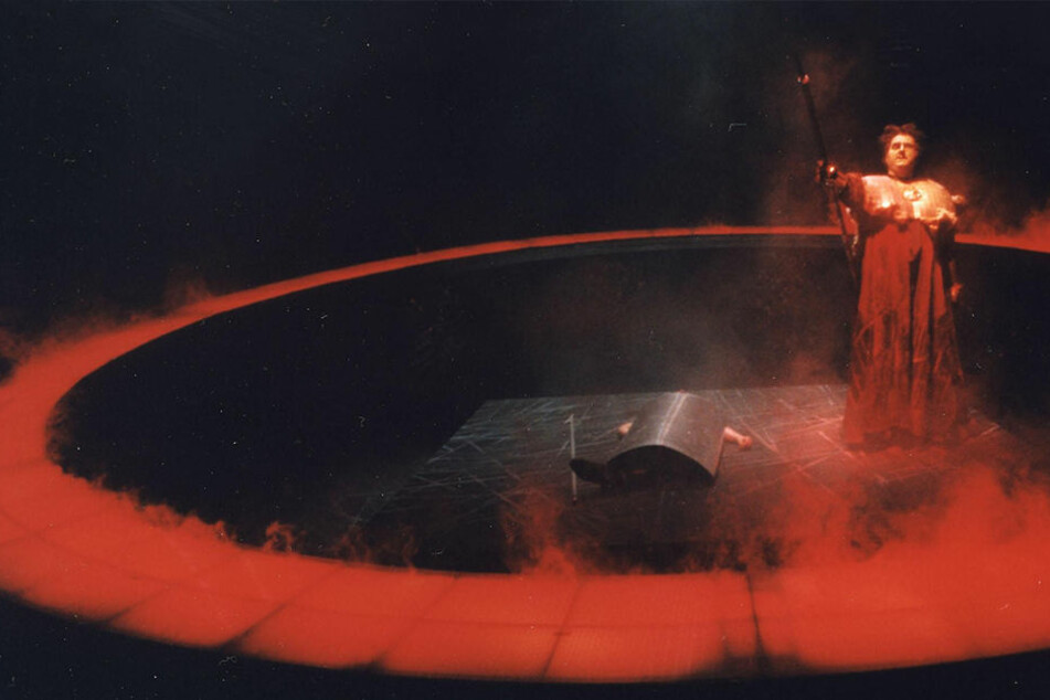 """Bis 2007 stand der """"Ring des Nibelungen"""" in einer Inszenierung von Michael Heinicke auf dem Spielplan. Hier eine Szene aus """"Die Walküre""""."""