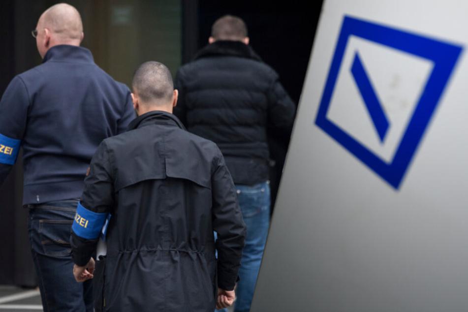 Nach Geldwäsche-Razzia: Millionen-Bußgeld für Deutsche Bank!