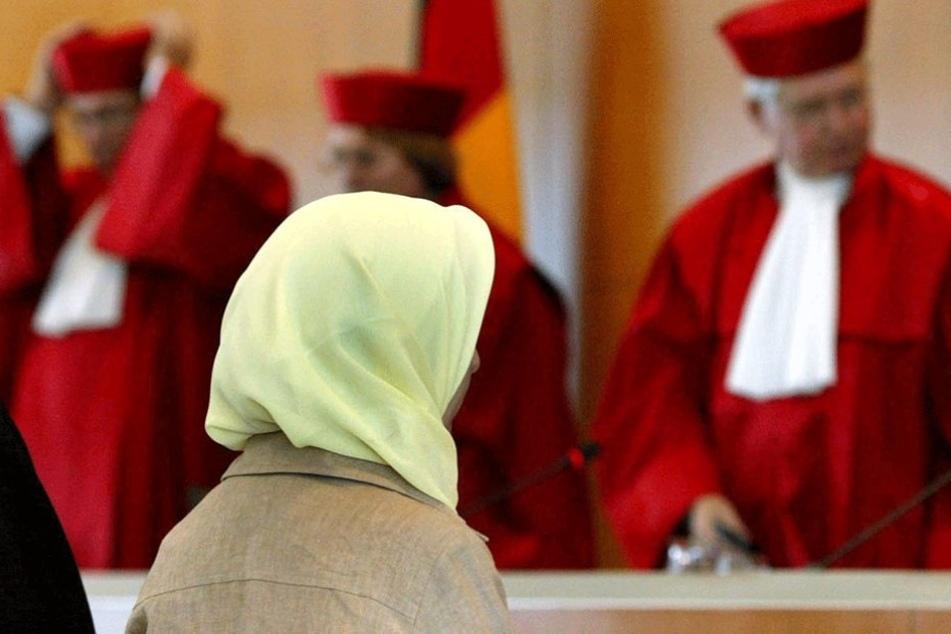 Die junge Lehrerin klagt für ihr vermeintliches Recht, an Berliner Schulen mit Kopftuch arbeiten zu dürfen (Symbolbild).