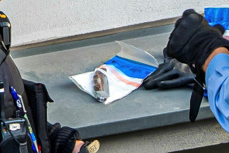 Dieses in einer Beweissicherungstüte verstaute Messer führte der Einbrecher mit sich.