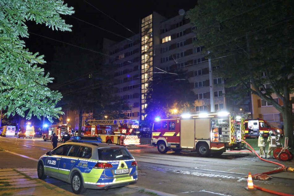 Eine Wohnung in der 10. Etage stand in Flammen.