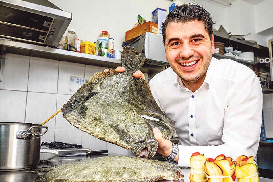"""Obrad Kovanovic (30) serviert zum Kochsternstunden-Menü im """"Lenz""""  Steinbutt mit stehendem Ratatouille."""