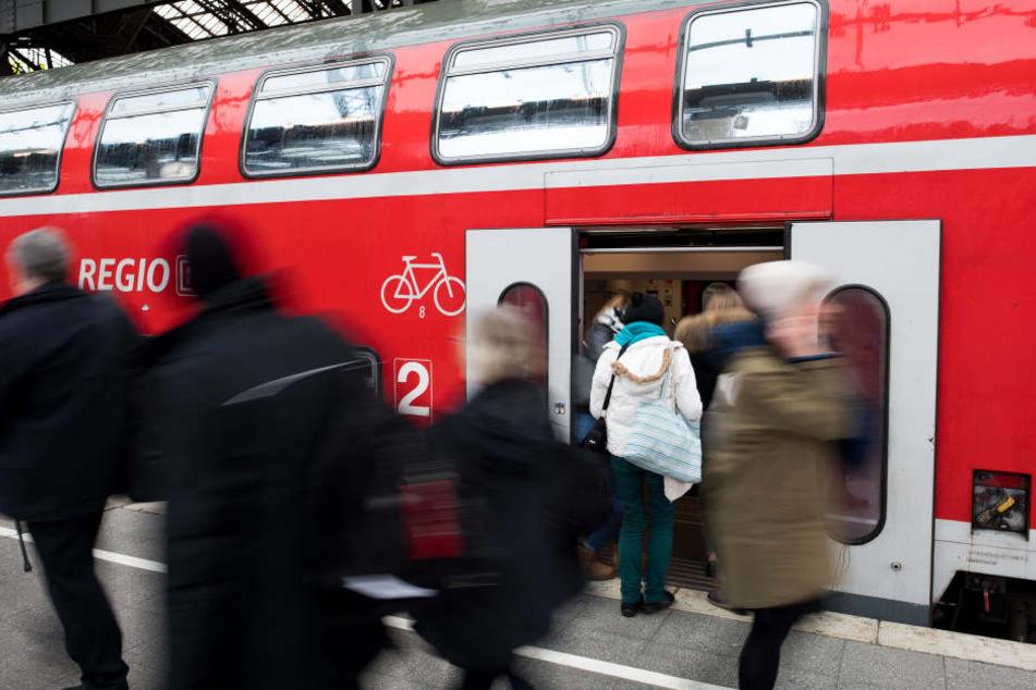 Ein Regionalzug der Deutschen Bahn war betroffen (Symbolbild.)