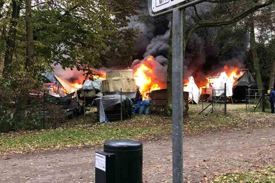 20 Boote brennen im brandenburgischen Birkenwerder lichterloh.