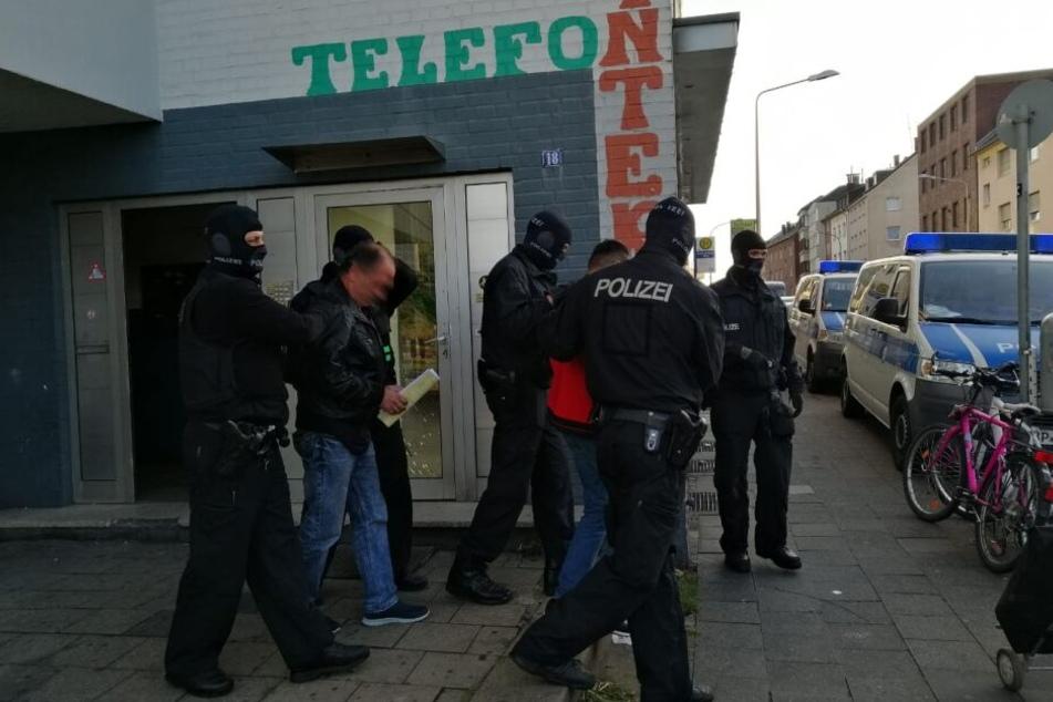 Bande geschnappt: 160 Menschen geschmuggelt und Steuern hinterzogen