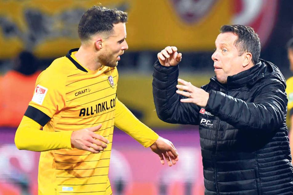 Mit Leib und Seele Dynamo-Trainer, wie er selbst sagt: Markus Kauczinski bespricht sich mit Patrick Schmidt (l.).