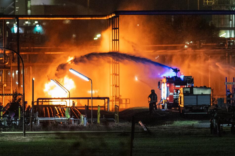 In einem Kölner Chemiewerk hat es in der Nacht zum Freitag gebrannt. Das Unternehmen stellt Schmiermittel-Additive für Motorenöle her.