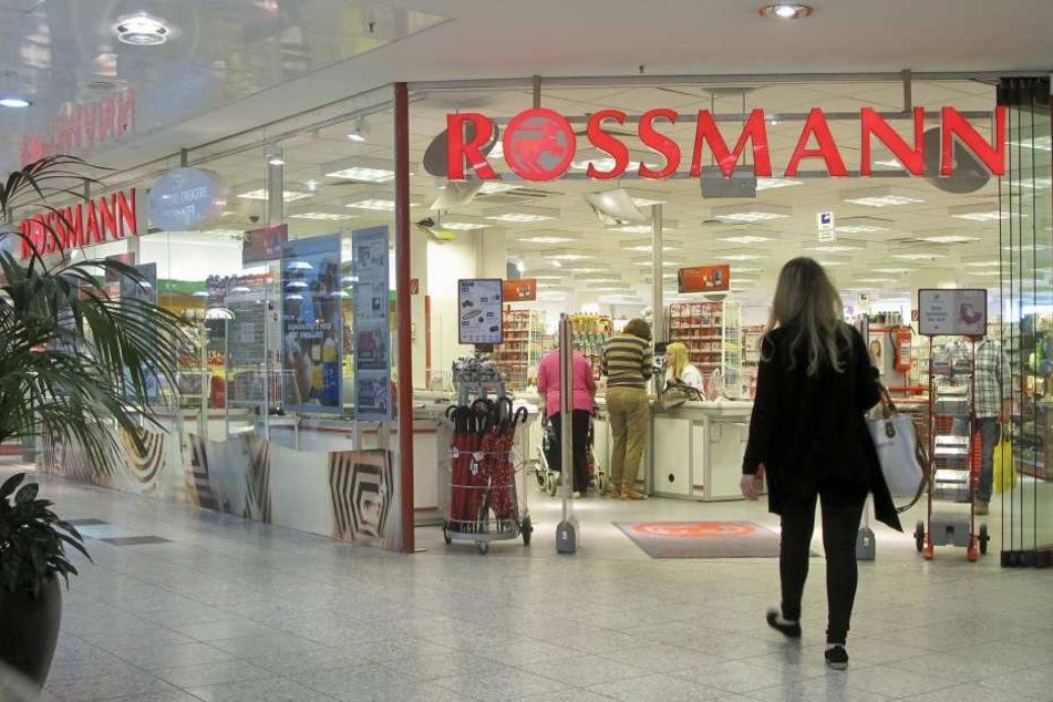 Die dm-Mitarbeiterin wollte bei Rossmann einkaufen und wurde daran gehindert. (Symbolbild)