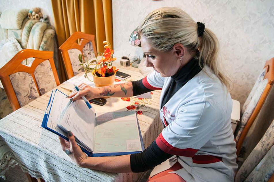 Stripperin Michelle (39) arbeitet jetzt in Chemnitz als Altenpflegerin. Unter anderem erledigt sie für Hilfsbedürftige den Einkauf.