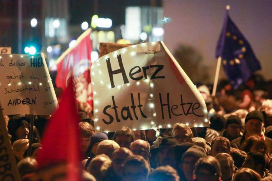 Rund 70 Demonstranten versammelten sich spontan. (Symbolbild)