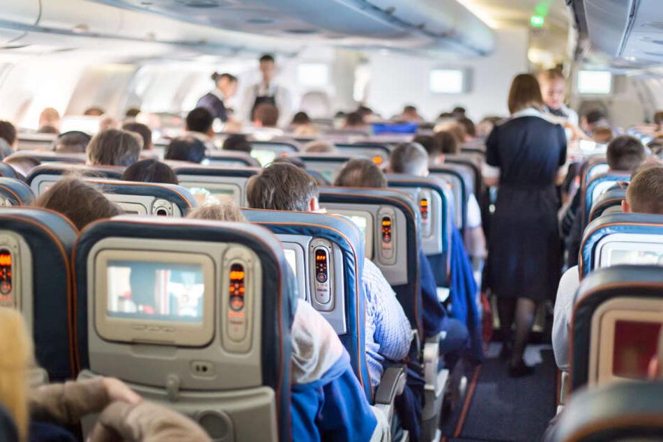 Die dreiköpfige Familie wurde aus dem Flugzeug geschmissen. (Symbolbild)