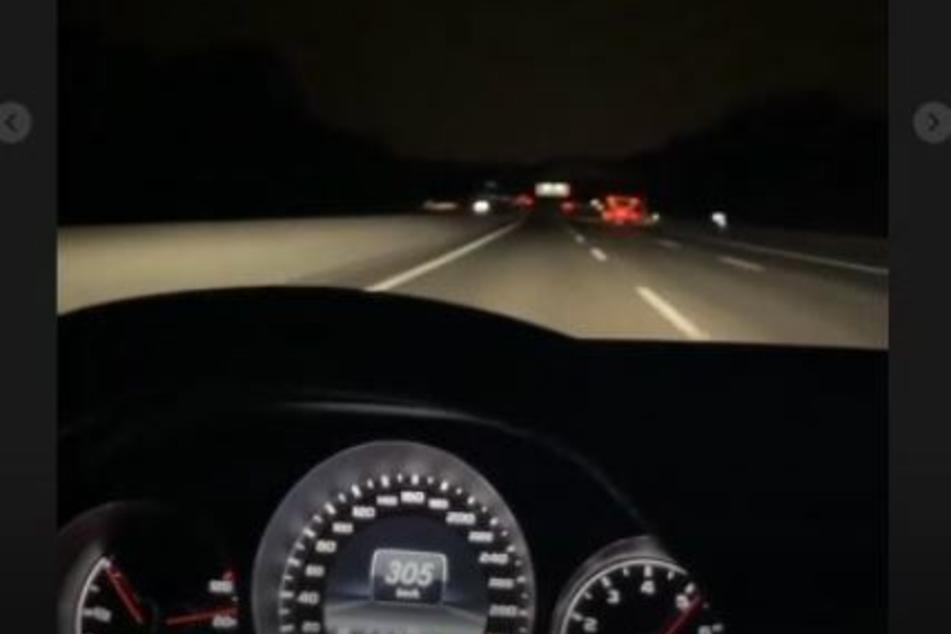 Der Tacho hatte in dem Selfie-Video des Fahrers mehr als 300 km/h angezeigt.