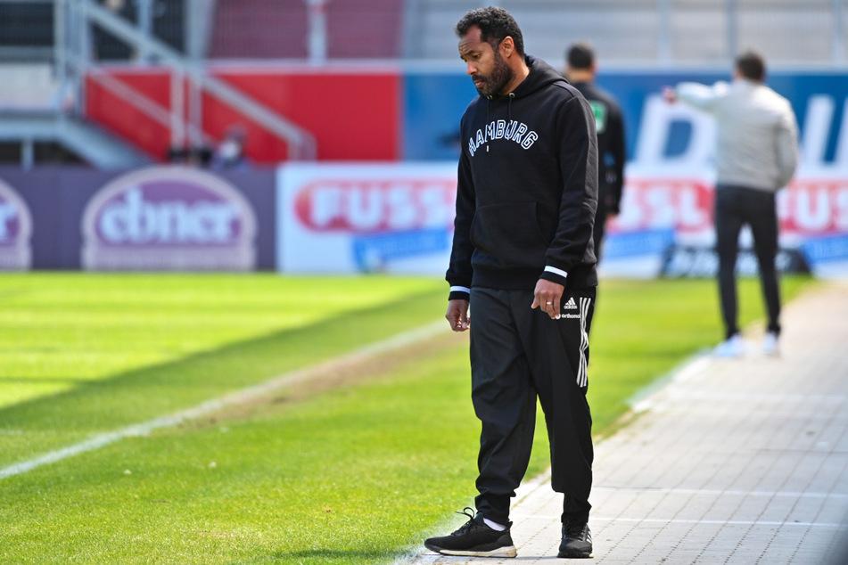 Daniel Thioune (46) ist seinen Job als HSV-Trainer los.