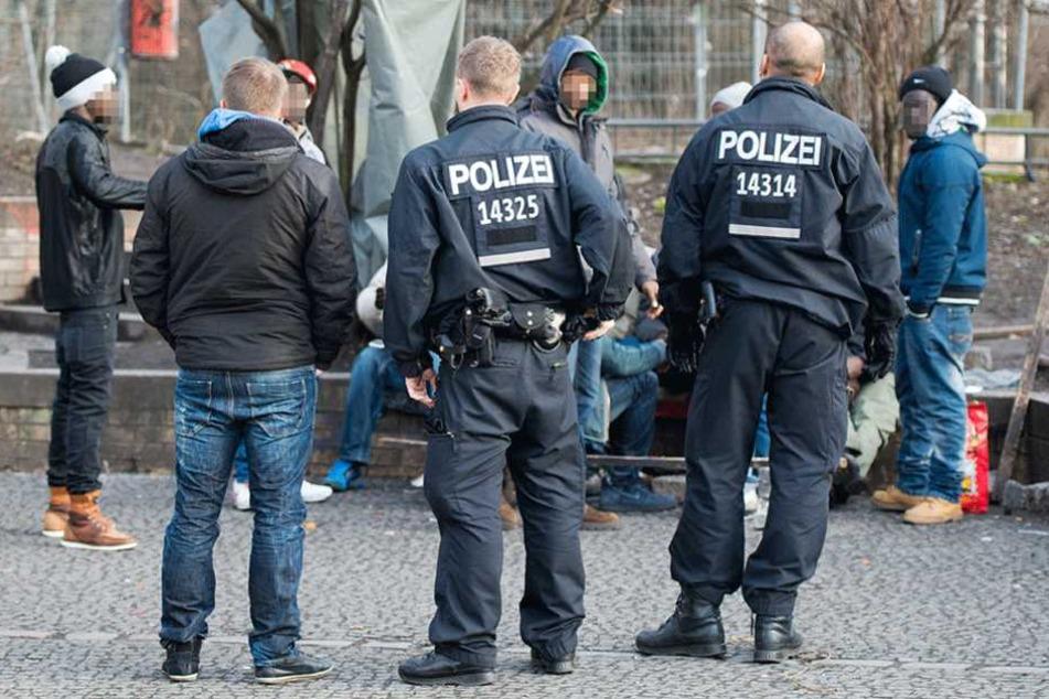Polizisten bei Kontrollen im Görlitzer Park.