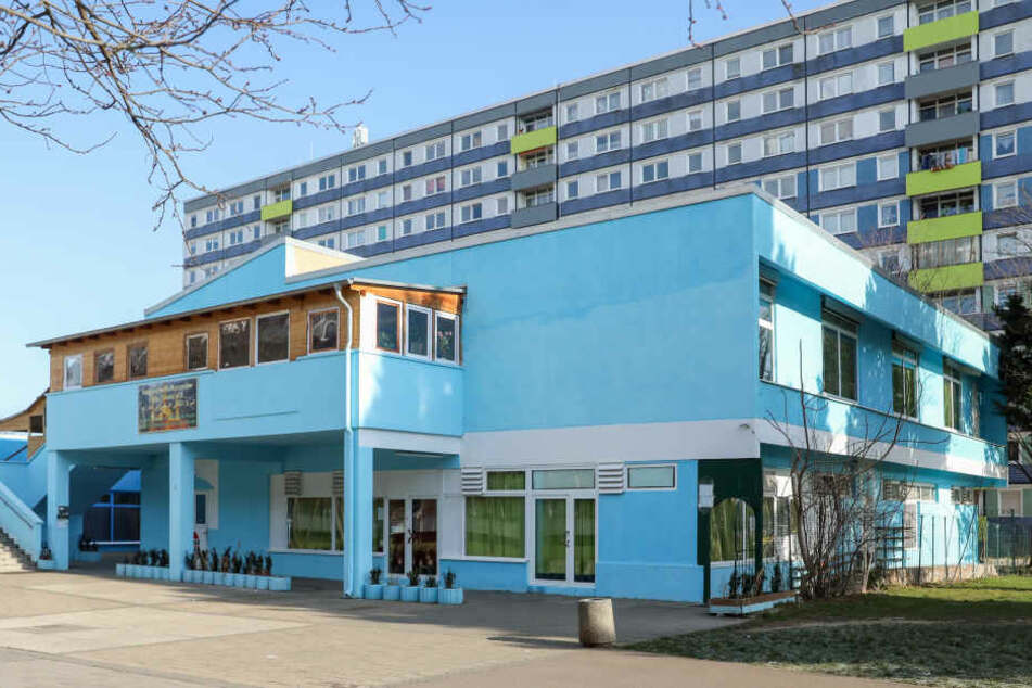 Im Islamischen Kulturzentrum in Halle-Neustadt hat es einen Angriff mit einer Waffe auf zwei Syrer gegeben.
