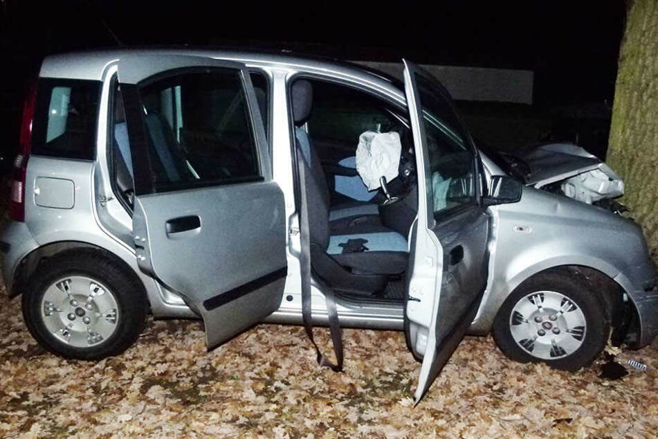 Am Mittwochabend krachte ein Fiat gegen einen Baum. Eine schwer verletzte Insassin wurde einfach zurückgelassen.