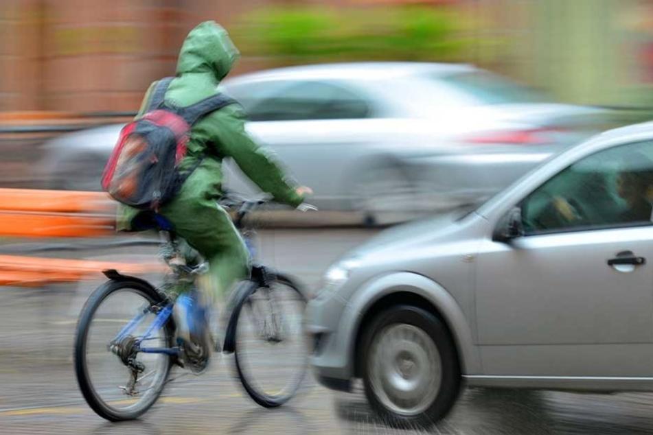 Der Polizist nahm sich das Fahrrad eines Zivilisten und fuhr dem Tatverdächtigen hinterher (Symbolbild).