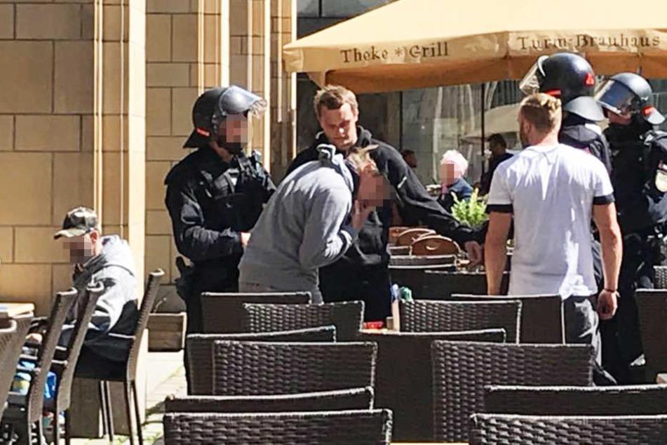Mitten in der City: Polizei führt Kraftklub-Star ab