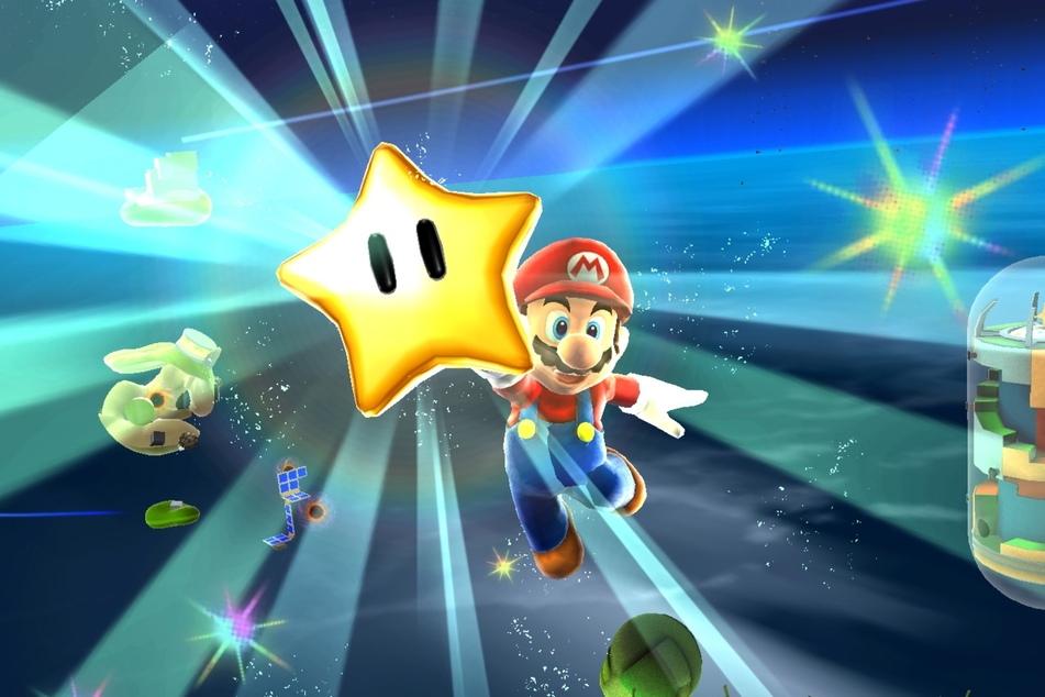 """Marios Weltall-Ausflug auf der Wii gehört noch heute für viele Spieler zum besten Teil der Reihe. Dass """"Super Mario Galaxy 2"""" in der Sammlung nicht mit enthalten ist, ist schade."""