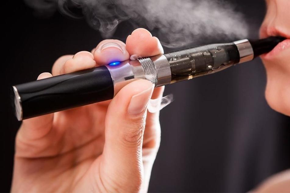 Den Basisliquids, die Nikotin enthalten können, aber nicht müssen, können je nach Geschmack Aromastoffe zugegeben werden.