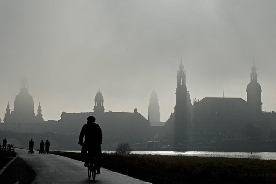 In Sachsen wird es am Wochenende kalt und grau. Vor allem am Morgen und am Abend muss man mit dichtem Nebel rechnen.