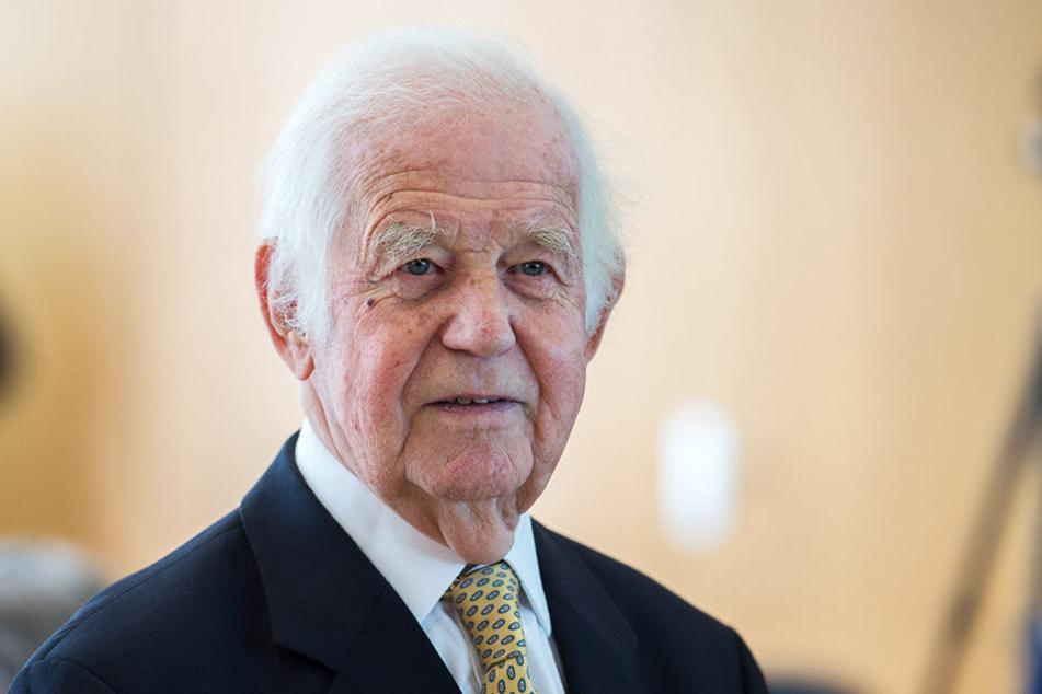 Honorig, klug und staatsmännisch! All dieser Eigenschaften ist sich Kurt Biedenkopf (87) allerdings auch durchaus bewusst.