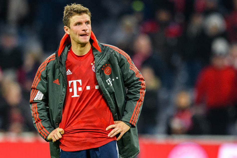 Konnte es nicht glauben: Bayerns Thomas Müller erzielte einen Doppelpack und musste sich dennoch im heimischen Stadion mit einem 3:3 gegen Aufsteiger Fortuna Düsseldorf begnügen.