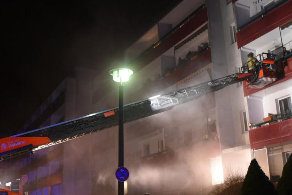 Gefährlicher Brand in Keller: Kleinkinder mit Leiter gerettet!