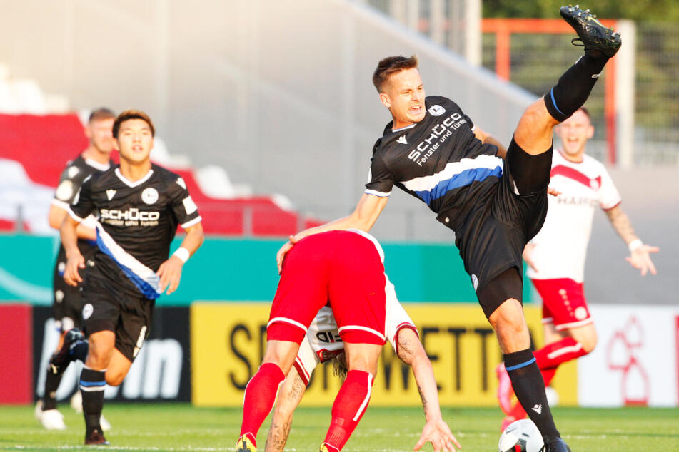 Kommt Arminia Bielefeld ins Straucheln? Alles andere als der direkte Abstieg wäre auch jeden Fall ein kleines Fußballwunder.