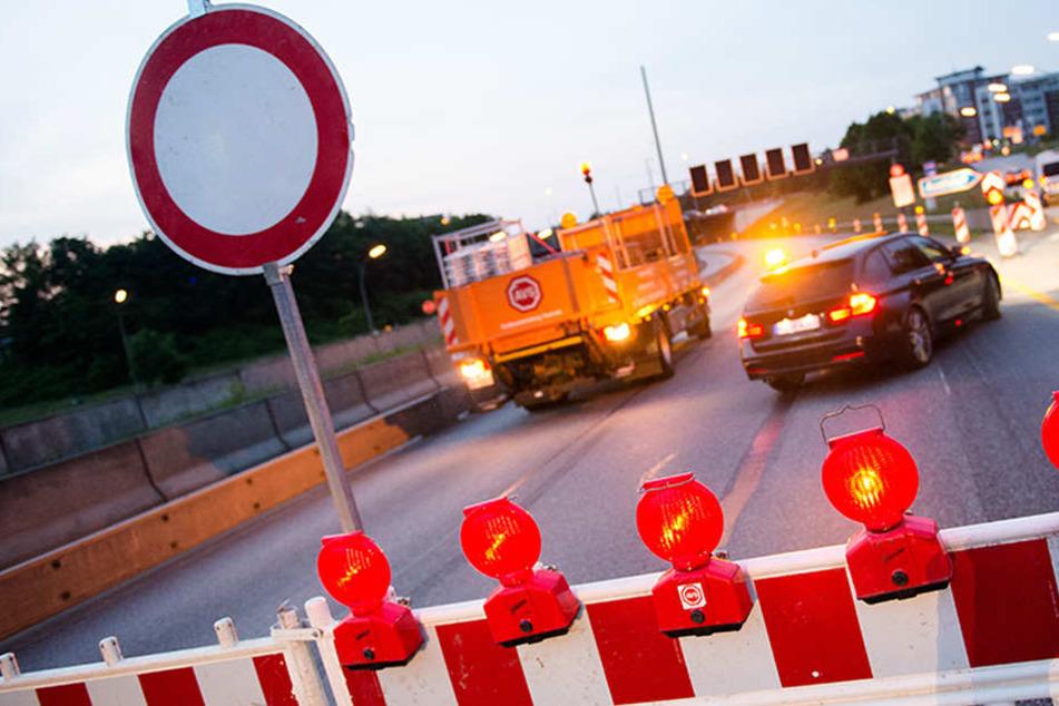 Für mehrere Stunden wurde die A10 in beiden Richtungen gesperrt. Es kam zu kilometerlangen Staus. (Symbolbild)