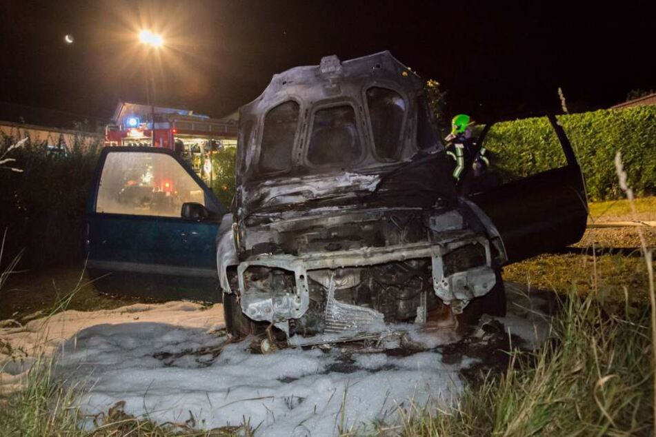Auf dem Parkplatz des Gartenvereins brannte ein Peugeot aus.