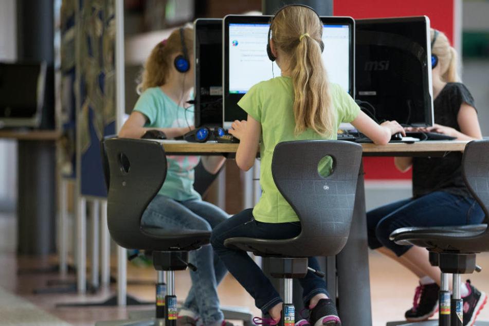 Die Schüler wollen auf ihre Zukunft gut vorbereitet sein. Dazu gehört auch der Umgang mit neuester Technik.