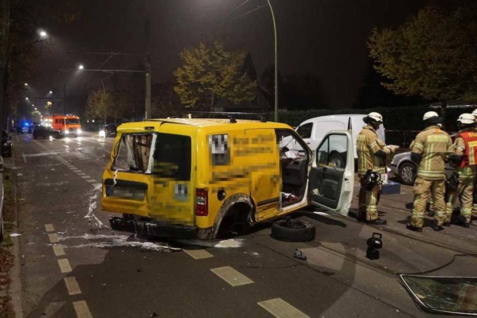 Der Ford wurde bei dem Unfall schwer demoliert.