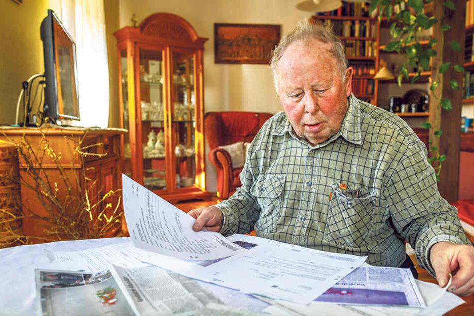 Der trauernde Vater Bernd Quaschnewski (77) muss sich nach dem tragischen Tod seines Sohns mit dem Papierkram herumschlagen.