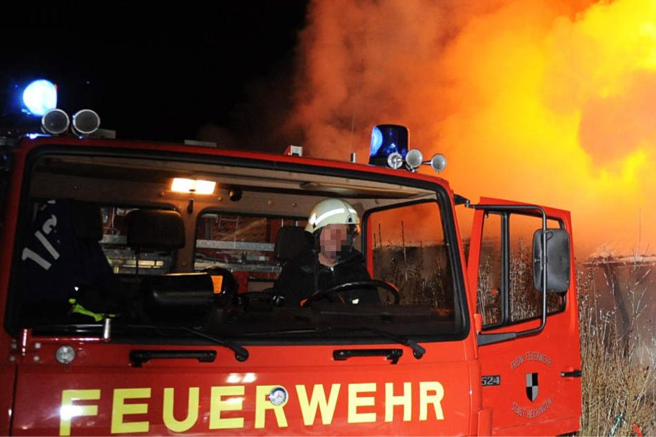 Die Feuerwehr rückte mit zahlreichen Einsatzkräften aus (Symbolbild).