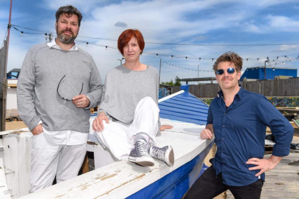 Niklas (links) und Bernadette Neumann (Mitte) haben gemeinsam mit Andreas Oehme (rechts) die Strandbar auf Vordermann gebracht.