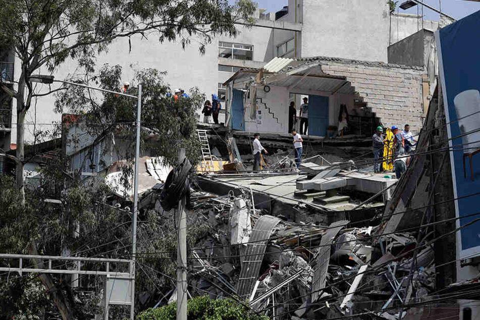 Bislang kamen über 200 Menschen bei einem schweren Erdbeben in Mexiko ums Leben.