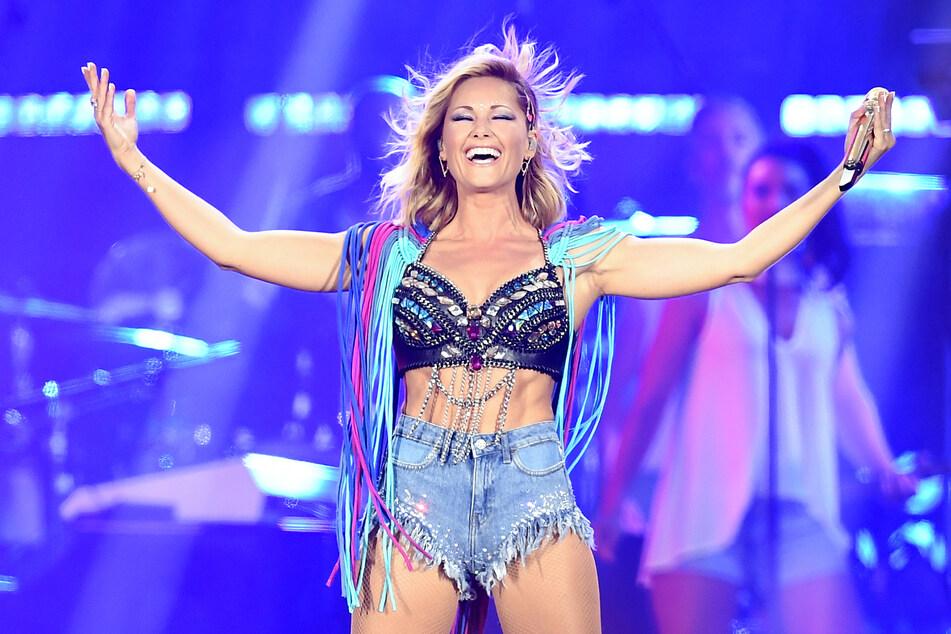 Das Musik-Idol Helene Fischer (37) tanzt 2018 auf der Bühne im Olympiastadion. Jetzt erscheint ihr neues Werk. (Archivfoto)