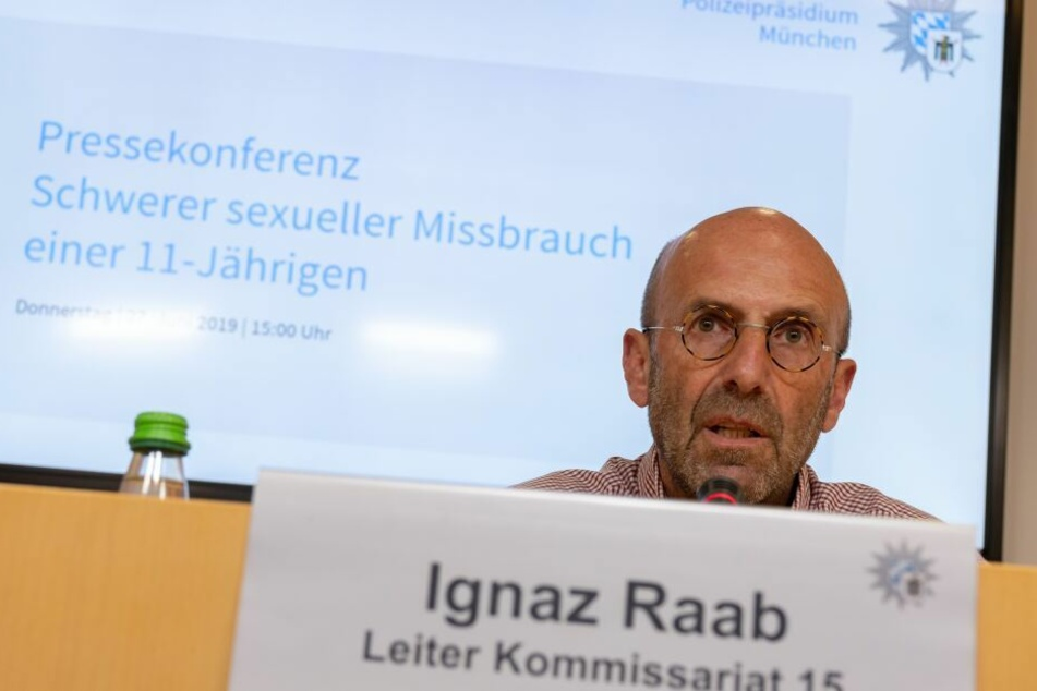 Ermittler Ignaz Raab gab bekannt, dass der Verdächtige durch eine Treffer in der DNA Datenbank überführt wurde.